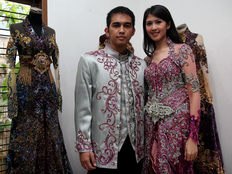 Pengantin Naga Lyla Feby Siregar Kebayamaspoer, fitting baju pengantin